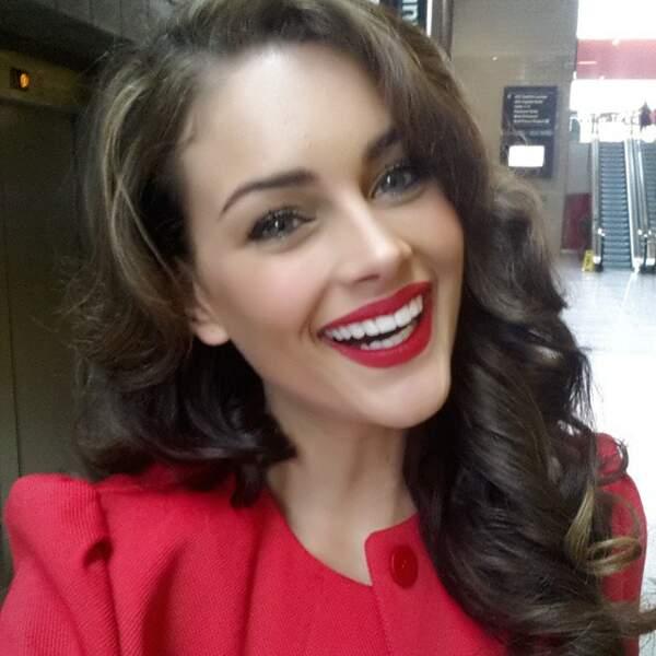 Bouche rouge et large sourire = un selfie réussi