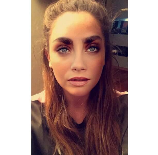 Salut, c'est Cara Delevingne. Euh, non, Charlotte Pirroni qui s'amuse avec les filtres Snapchat.