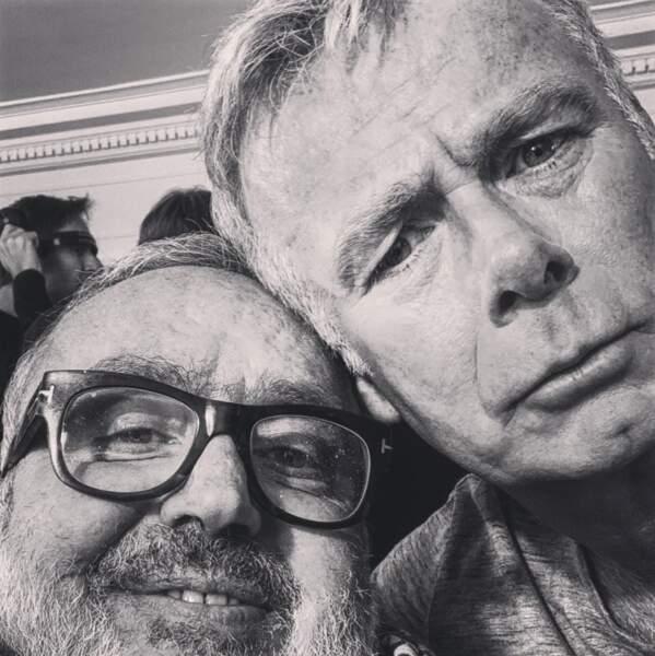Selfie entre copains pour Dominique Farrugia et Franck Dubosc sur leur nouveau tournage.