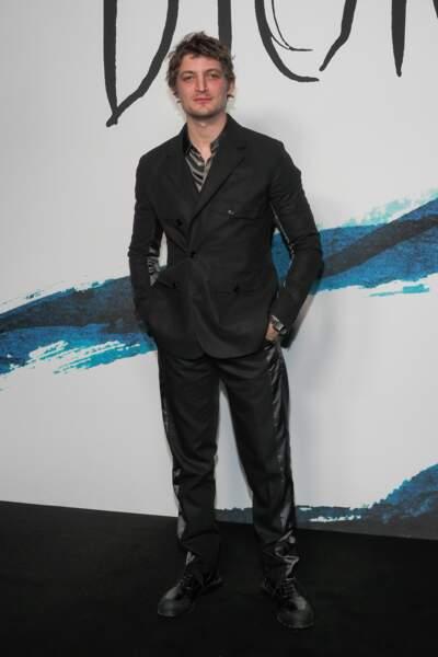 Niels Schneider au photocall du défilé Dior Homme