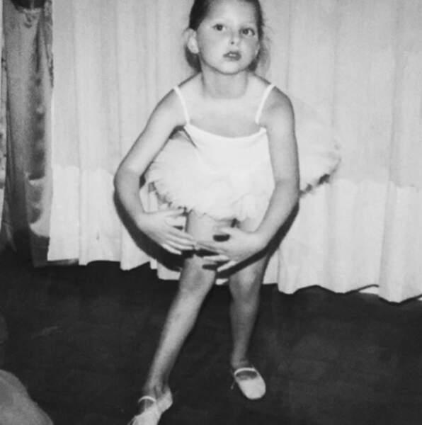 Mais qui est cette petite danseuse ? C'est Frédérique Bel !