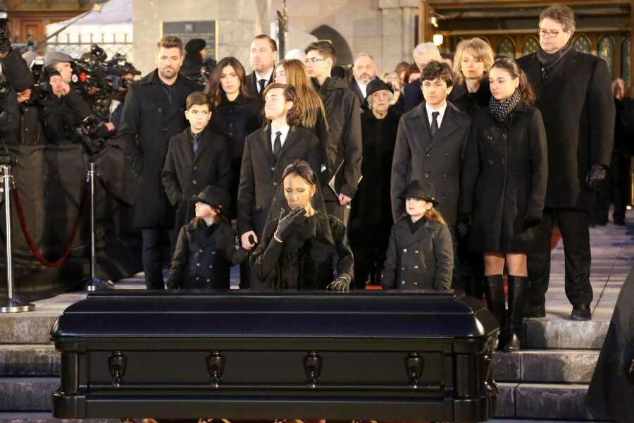 Face au cercueil de René Angélil, elle n'a pas pu retenir ses larmes