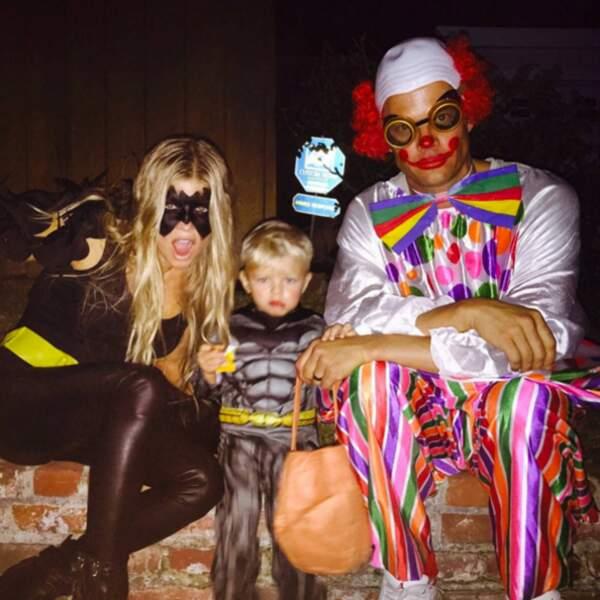 Mais ils ont changé de costumes pour festoyer avec leur petit Batman alias Axl.