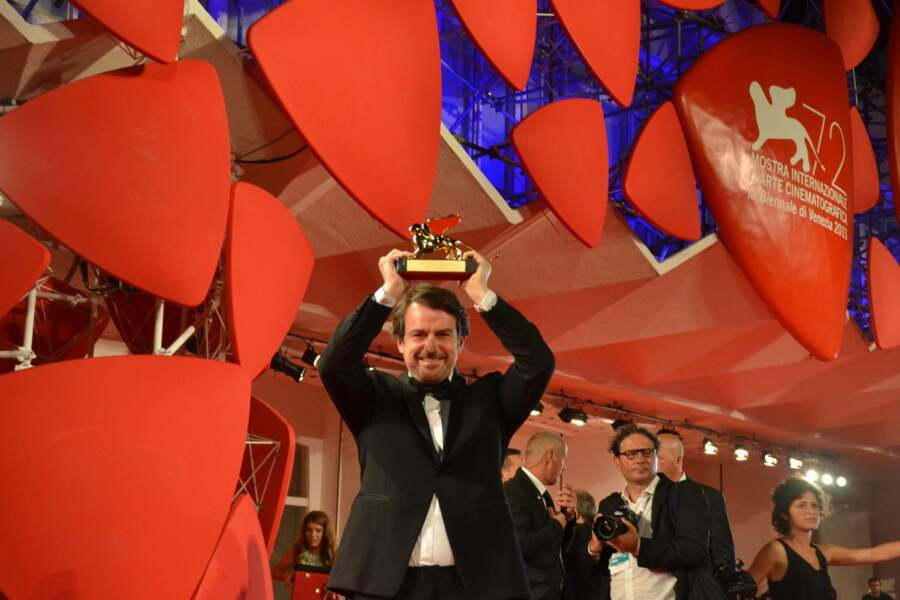 Le cinéaste venezuélien a fièrement brandi son trophée