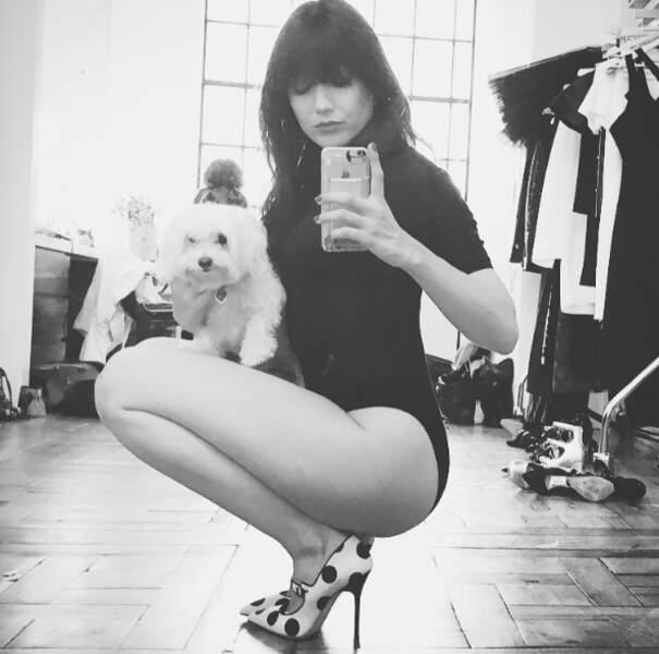 Petit selfie sexy et canin pour Daisy Lowe.