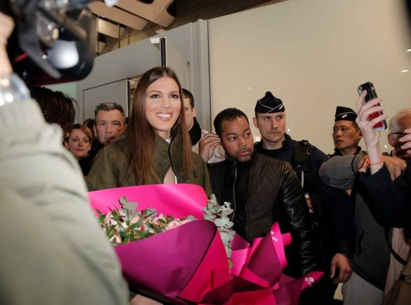 Entourée d'un gros service de sécurité, Iris Mittenaere avait aussi des fans venus pour la saluer