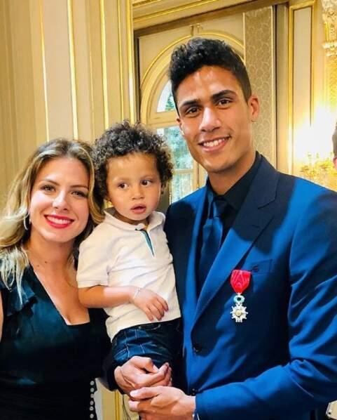 Raphaël Varane était bien accompagné lors de la remise de sa Légion d'honneur.