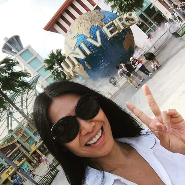 La chanteuse Anggun a fait un tour au parc Universal de Singapour.