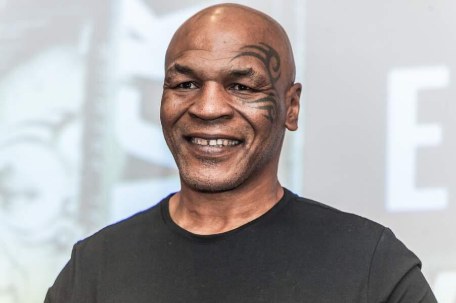 Avec son signe tribal sur le visage, Mike Tyson a beaucoup intrigué