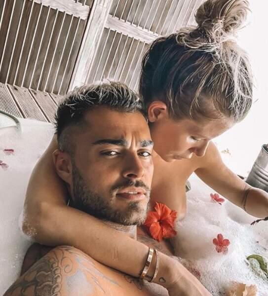 C'était l'heure du bain pour Thibault et Jessica des Marseillais aux Maldives.
