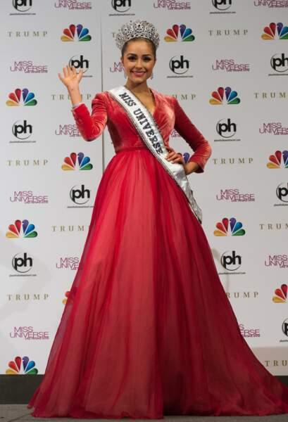 En tant que Miss USA 2012, elle maîtrise déjà tout du salut de Miss