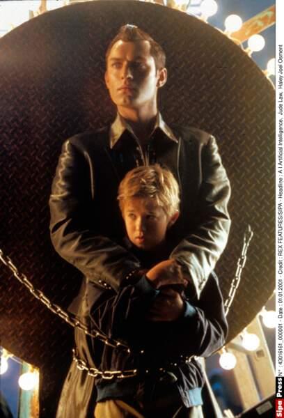 En 2001, on le retrouve dans le rôle d'un robot dans AI Artificial Intelligence, de Steven Spielberg, avec Jude Law
