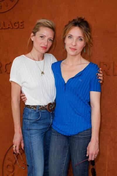 Les deux actrices Alix Poisson et Charlie Bruneau ont fait le déplacement à la porte d'Auteuil !
