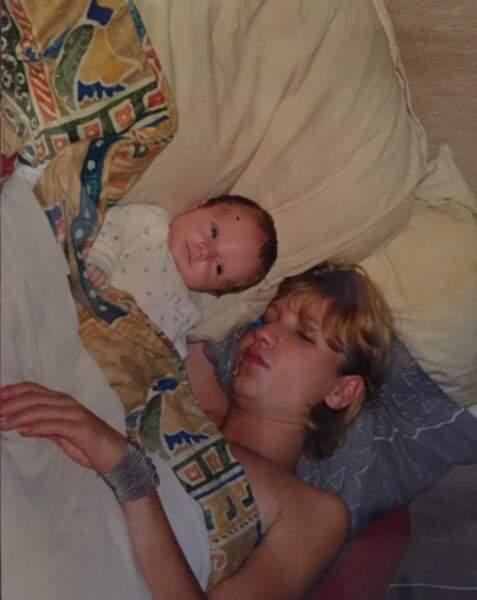 Elles sont complices depuis toujours... comme le prouve cette photo où Chloé est bébé avec sa maman