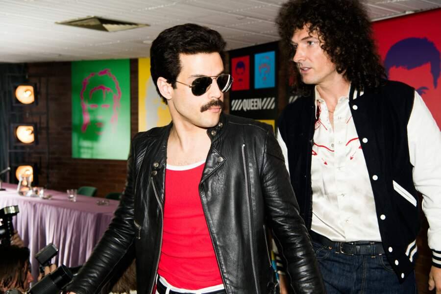 Changement de look dans les années 80 pour Freddie : moustache et cheveux courts