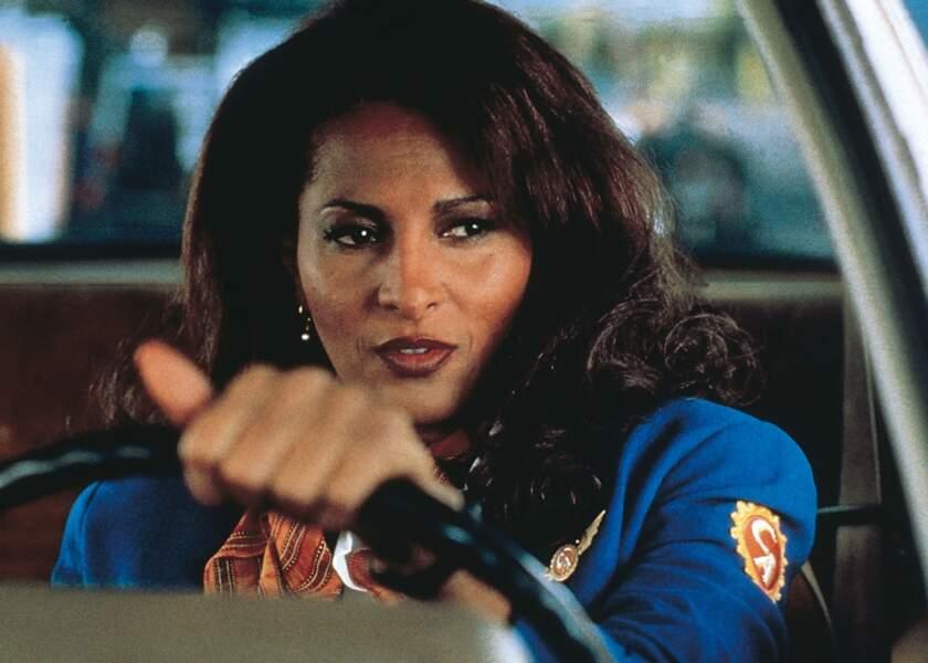 """Sorti en 1997, Jackie Brown est le premier film de Tarantino adapté d'un roman """"Rum Punch""""."""