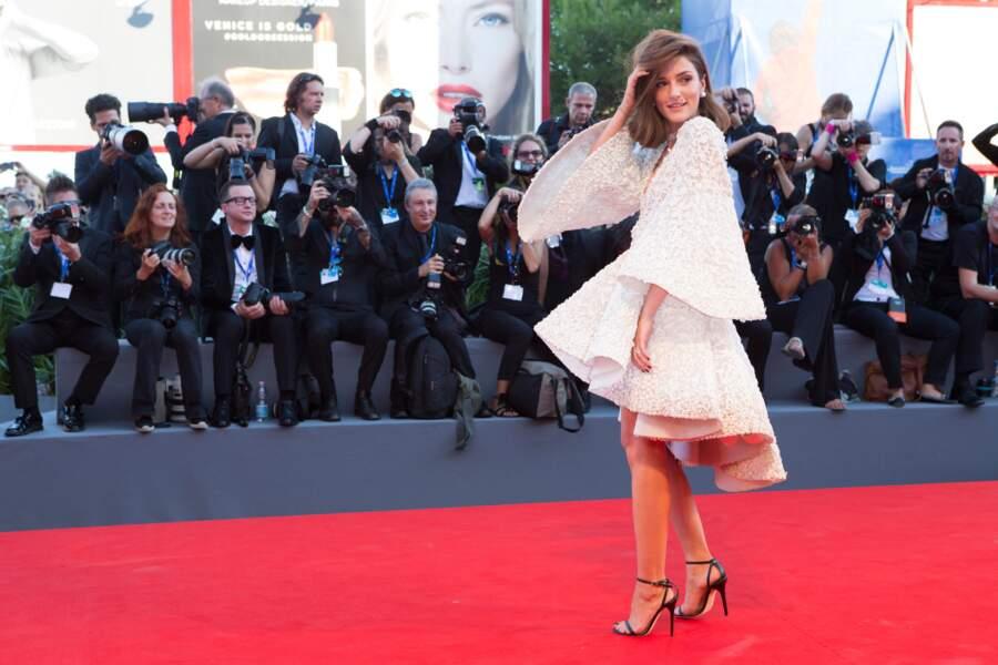 Beaucoup d'amplitude pour la blogueuse Eleonora Carisi