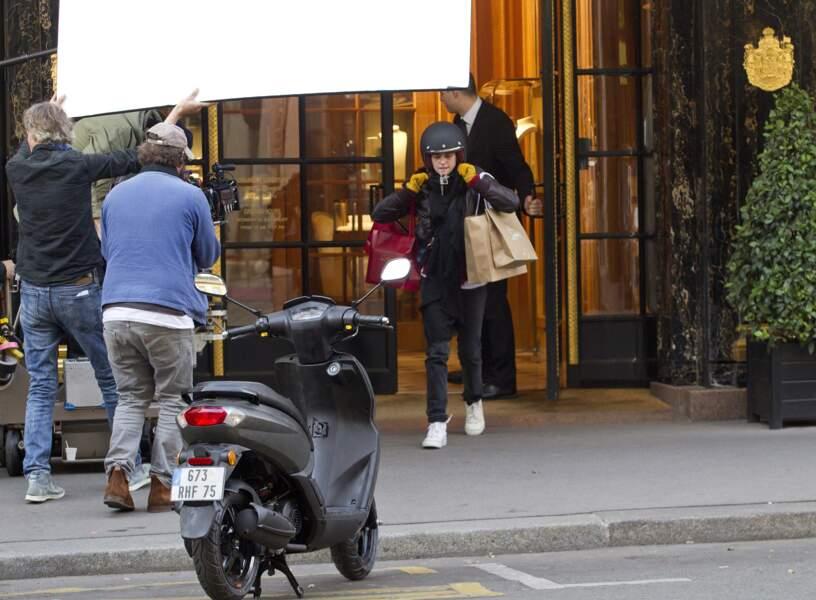 """Elle y incarne une Américaine fraîchement débarquée dans la capitale, qui devient """"Personal Shopper"""" pour célébrité"""