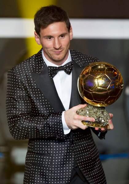 Lionel Messi a tenté un mélange costard-maillot à pois... Osé !
