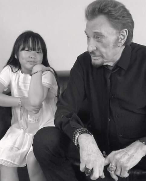 Johnny était lui aussi concentré dans les loges de Bercy avec sa fille avant son concert des Vieilles Canailles