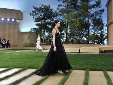 Fashion Week : Kendall Jenner et Baptiste Giabiconi défilent pour Chanel, le chien de Cara Delevingne fait le buzz