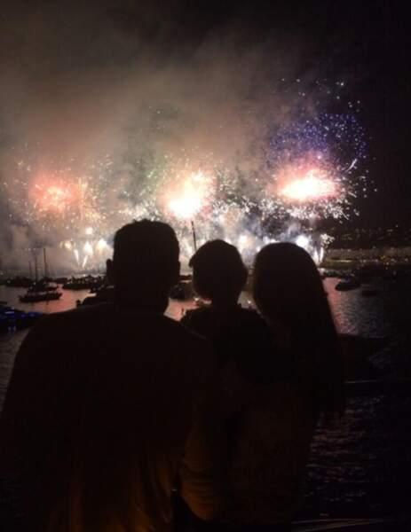 Hugo Lloris a contemplé le feu d'artifice du 14 juillet avec sa femme et ses enfants
