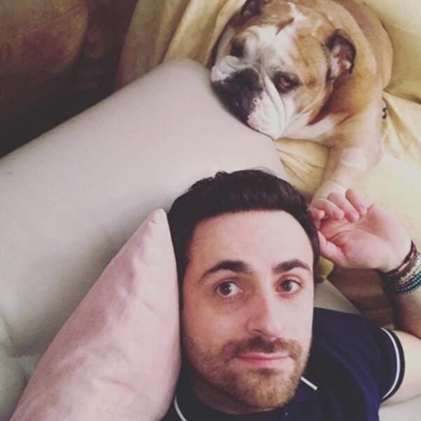Camille Combal a fait une petite sieste avec son Groucho.