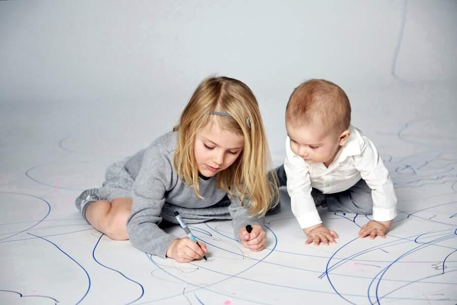 Estelle a 5 ans désormais et elle adore dessiner pour son petit frère. Si c'est pas mignon, ça !