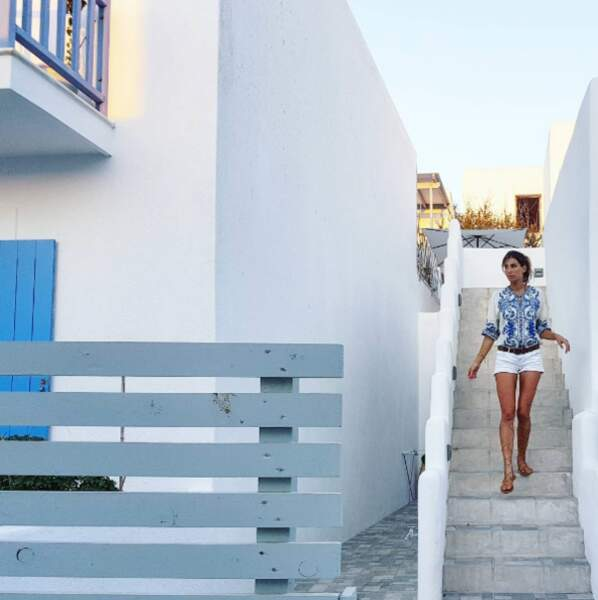 Laury Thilleman profite toujours de la beauté de la Grèce...