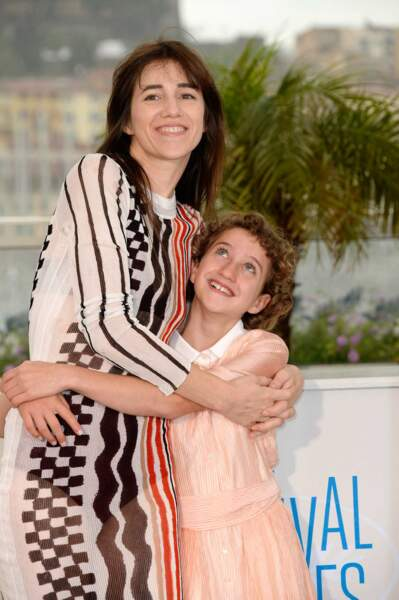 Oh, moment mignon entre Charlotte Gainsbourg et la jeune Giulia Salerno