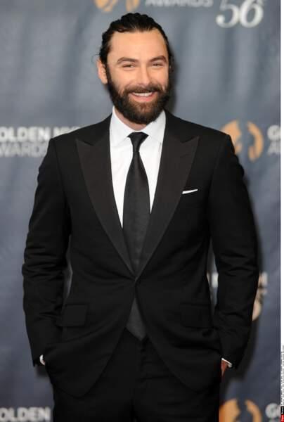 Aidan Turner dans un costume digne de James Bond... On y croit !