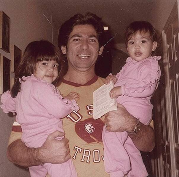 Photo vintage pour feu Robert, Kourtney et Kim Kardashian.