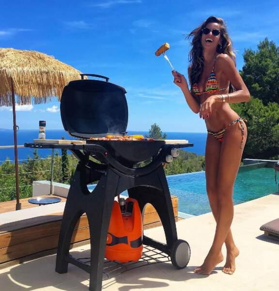 En plus elle prépare le BBQ, si c'est pas sympa ça !