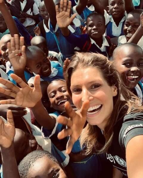 Ou que tous ces écoliers kenyans qui ont posé avec Laury Thilleman.