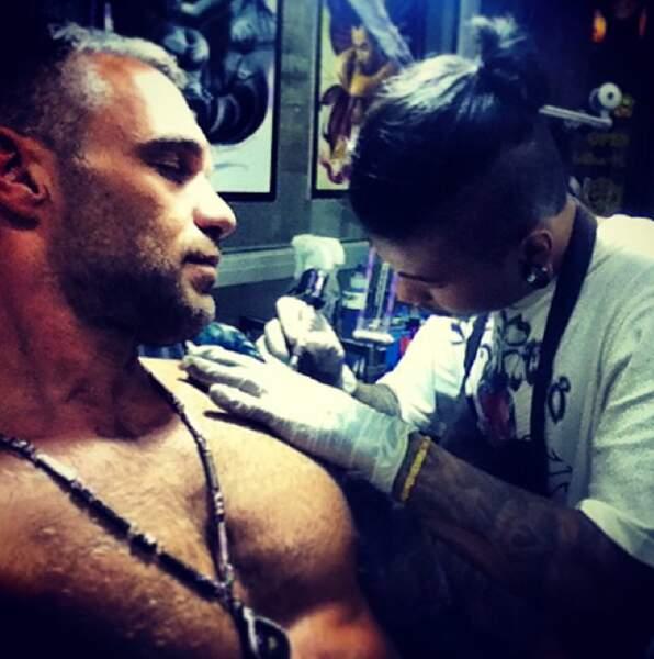 Qui veut tatouer ses pectoraux ?!