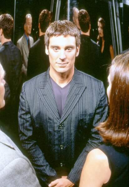Jarod, le héros joué par Michael T. Weiss, doué d'une intelligence supranormale, il est Le Caméléon