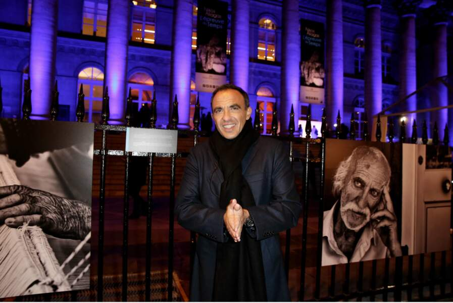 Nikos Aliagas a inauguré son exposition L'épreuve du temps au Palais Brongniart à Paris