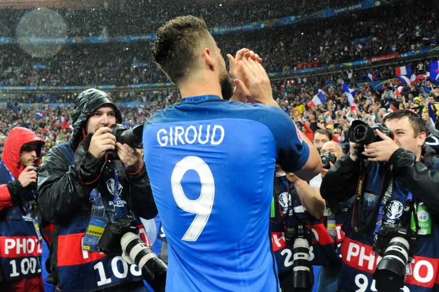 Giroud se rapproche des supporters français