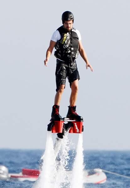 Vacances sportives pour Leonardi DiCaprio sur la même île.