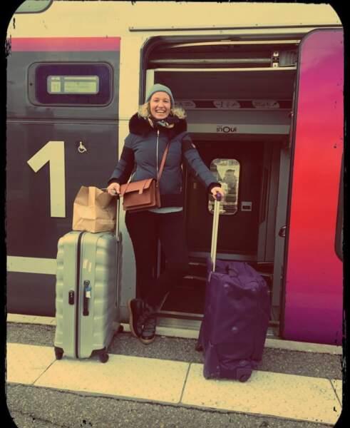 On espère que vous allez aussi bien qu'Alexandra Lamy, ici en partance pour l'Alpe d'Huez.