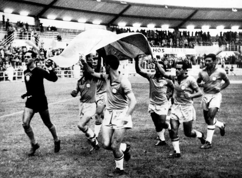 1958 - Le Brésil fête sa première victoire en Coupe du monde, Hilderaldo Bellini est le capitaine