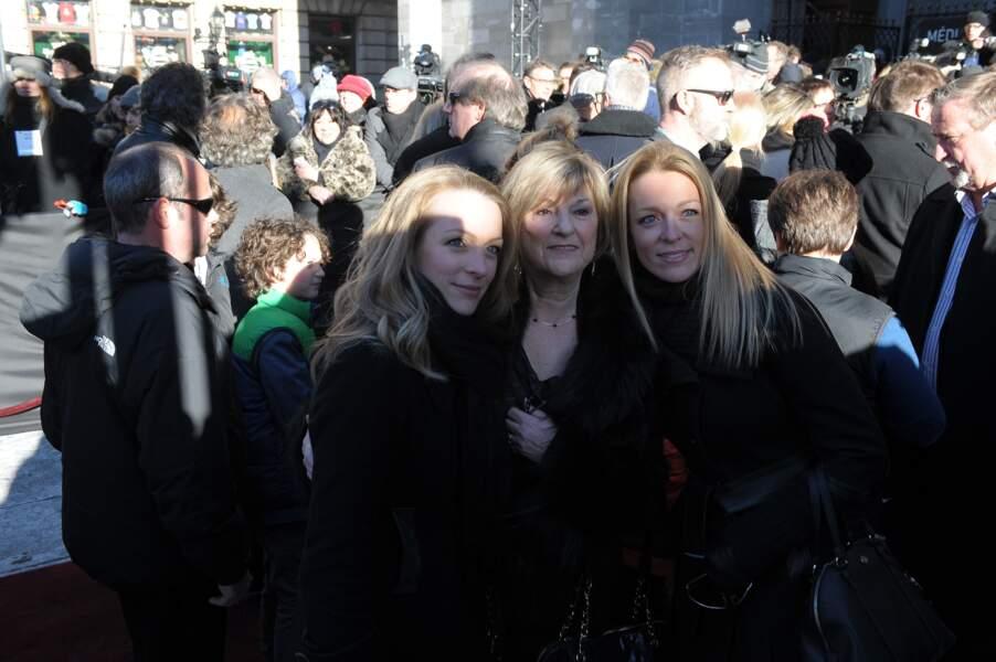 La ministre Mélanie Joly a posé avec l'épouse du Premier ministre Justin Trudeau, et Claudette Dion, sœur de Céline