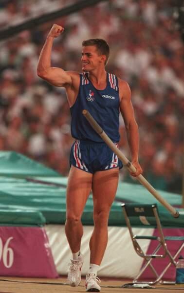 Champion de saut à la perche, Jean Galfione a décroché l'or olympique en 1996 à Atlanta
