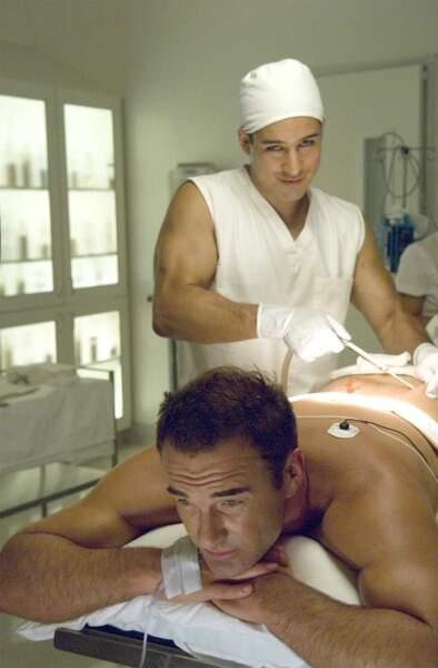 Le beau Mario Lopez interprétait le Dr. Mike Hamoui, rival plus jeune de Christian !