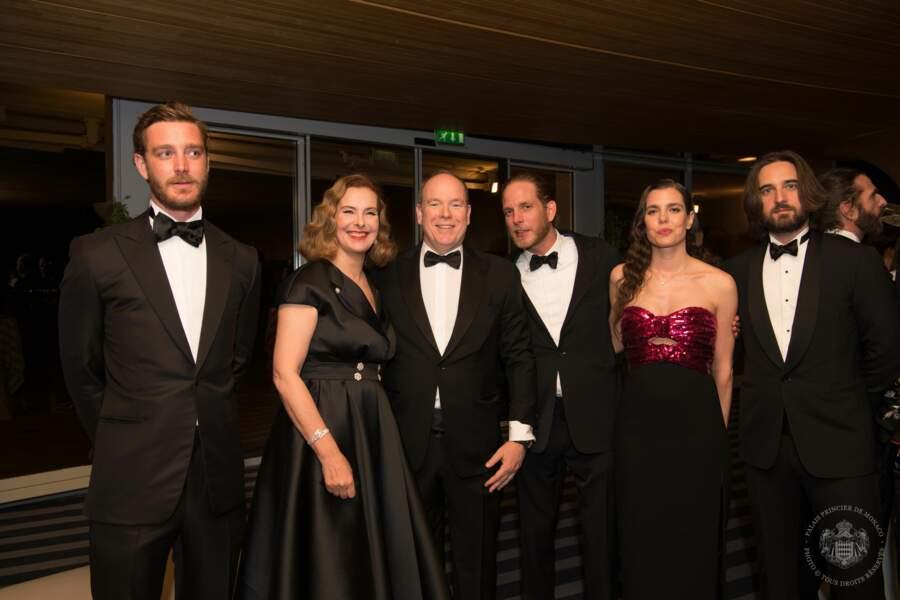 Carole Bouquet et son fils ont posé avec le prince Albert et ses neveux et nièce