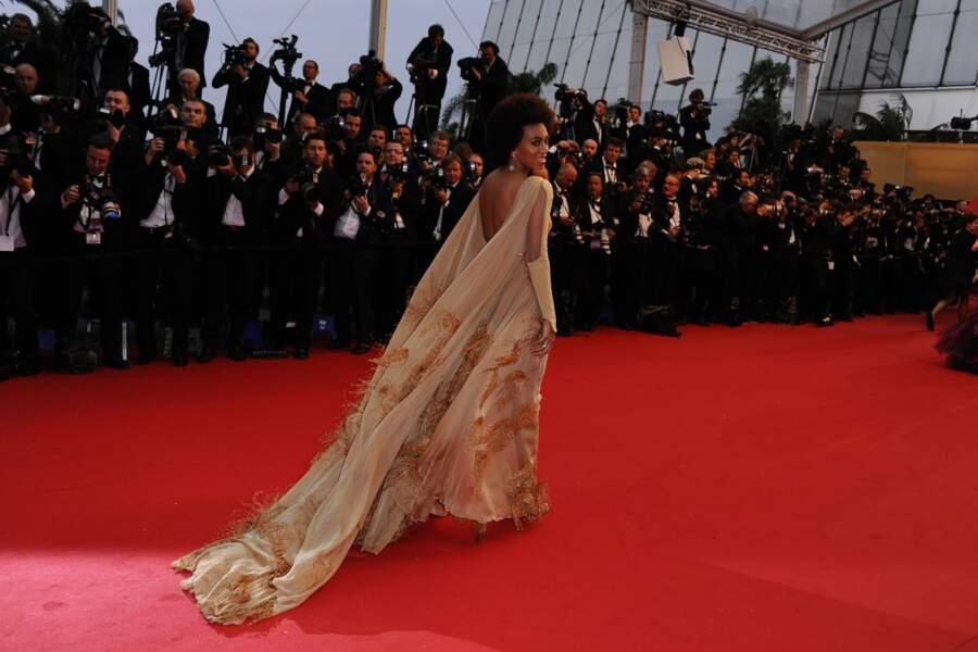 Faut dire que ça aurait été bête de ne pas montrer au monde entier sa jolie robe