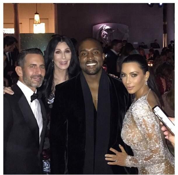 Quoi ? Kanye West sourit encore ?!