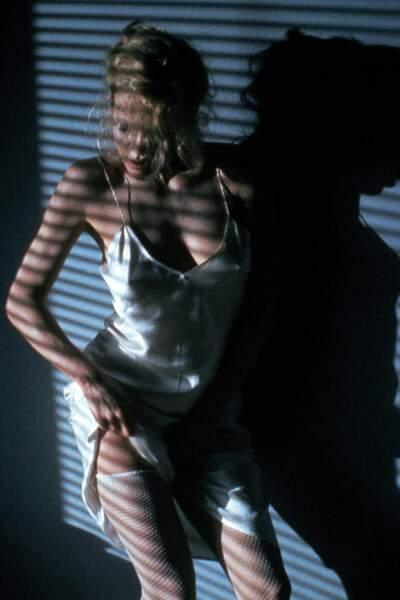 Le plus connu : Kim Basinger offre une séance privée d'effeuillage à Mickey Rourke dans 9 semaines 1/2.