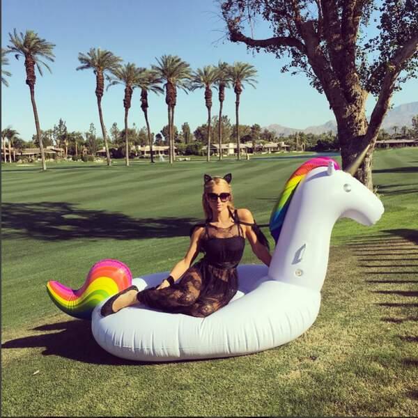 Paris Hilton sur une licorne ? Normal à Coechella !