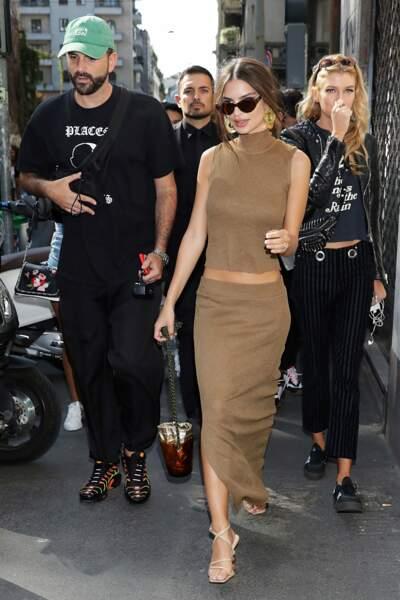 Ce dimanche avait lieu le défilé Dolce & Gabbana à Milan ! Et Emily Ratajkowski ne pouvait pas le louper.